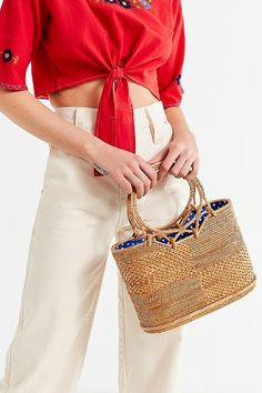 Slide View  1  Circle Handle Straw Bucket Bag Spring Outfits Women 8f6f4ef962ef7