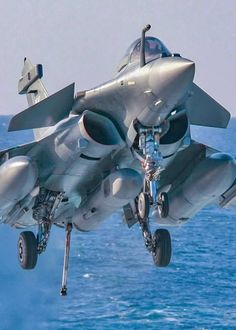 """Vintage Aircraft planesawesome: """" Dassault Rafale M approaching to the """"Charles de Gaulle """" - Military Jets, Military Weapons, Military Aircraft, Airplane Fighter, Fighter Aircraft, Modern Fighter Jets, Rafale Dassault, Photo Avion, Air Fighter"""