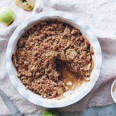Rezept von Linda Lomelino: Apfel-Crumble mit Honig und Pekannüssen