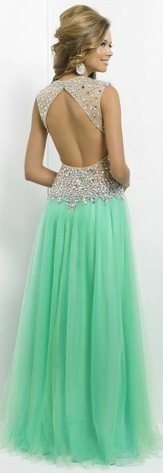 This would be my Prom dress if I could turn back time.Gorgeous.