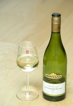 Google Image Result for http://upload.wikimedia.org/wikipedia/commons/5/58/Montana_Marlborough_Sauvignon_blanc_in_Iittala_Glass.jpg