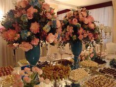 mesa de doces azul com rosa