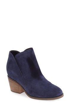 #FallStyle on #LexWhatWear #falltrends #fallfashion #falloutfitideas #outfitinspiration #accessories #outfitdetails #boots #fallboots #booties #fallshoes