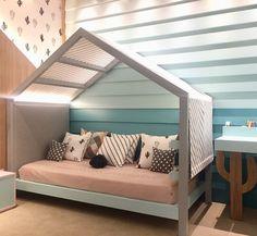 Essa cama estilo cabaninha ganhou nossos corações... Deve ser gostoso dormir numa caminha assim , não é? Tem luzinha, tem toldinho , tem…