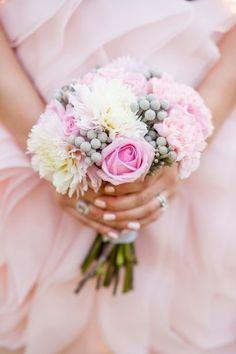 Ανθοδέσμη σε κλασσικό ροζ & λευκό για τις ρομαντικές