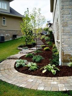 40 Front Yard Side Yard and Backyard Landscaping Ideas - Indignant corgi Garden Paths, Lawn And Garden, Home And Garden, Rocks Garden, Walkway Garden, Brick Walkway, Patio Stone, Brick Path, Side Walkway