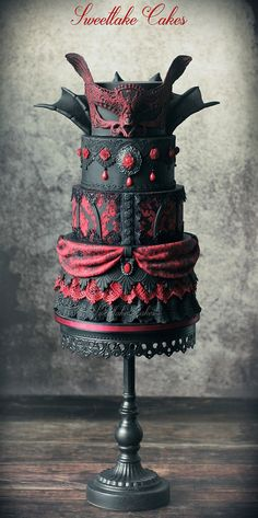 Gothic Wedding Cake be Sweetlake Cakes check us out on Fb www.Facebook.com/uniqueintuitions1 #uniqueintuitions #gothic #wedding #cake