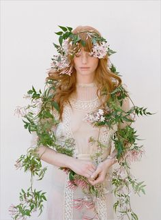 elizabeth    What a unique and gorgeous veil!  I picture this with a handpainted silk gown as well.