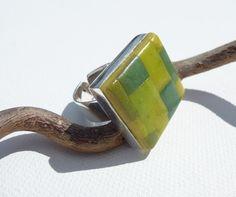 bague carrée mosaïque verte et jaune : Bague par lolitoi-fimo