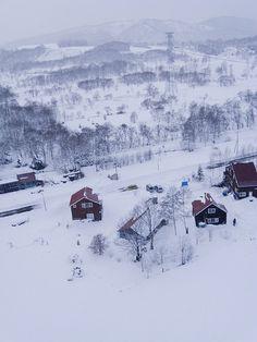 Snowy day in Hokkaido by kuromatsunai.info, via Flickr