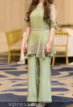 Pakistani Fashion Party Wear, Pakistani Suits, Pakistani Dresses, Kurti Sleeves Design, Walima Dress, Boutique Suits, Party Suits, Fashion Dresses, Women's Fashion
