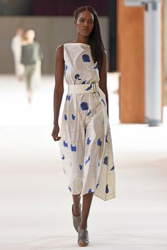 Christophe Lemaire RTW Spring 2015 - Slideshow - Runway, Fashion Week, Fashion Shows, Reviews and Fashion Images - WWD.com