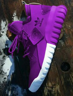 Adidas Shoes OFF! ►► Welcome to adidas Shop for adidas shoes clothing and view new collections for adidas Originals running football training and much more. Moda Sneakers, Cute Sneakers, Sneakers Mode, Sneakers Fashion, Fashion Shoes, Shoes Sneakers, Green Sneakers, Fashion Outfits, Nike Shoes Photo