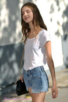 Le super model #clementinederaedt aprés le défilé Dior Shoot photo Studio Bain de Lumière#offduty #streetstyle #PFW#fashionweek