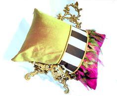 Fuchsia rose et vert rayé oreiller / coussin avec détail plume - oreiller de luxe / rose coussin / vert oreiller / luxe rose Home Decor