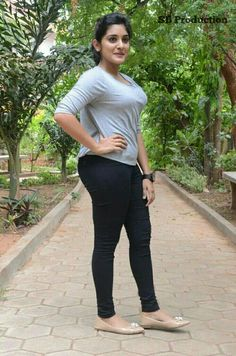 Do you remember when your friends told you that it's not cool to wear yoga pants when you're going out? But here we share celebrities in yoga pants and leggings looking so hot and sexy. Most Beautiful Indian Actress, Beautiful Actresses, Hot Actresses, Indian Actresses, Girl Number For Friendship, Stylish Girl Images, Mode Hijab, Beauty Full Girl, Beauty Women