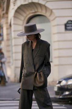 Best Street Style Details Of Paris Fashion Week - Women's fashion - Mode Fashion Mode, Paris Fashion, Autumn Fashion, Fashion Outfits, Style Fashion, Fashion Show, Fashion Design, Mode Dope, Stockholm Street Style