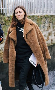 How to Style Faux Fur Coat This Season Winter Fashion Outfits, Look Fashion, Autumn Fashion, Fashion Pics, Outfit Winter, Latest Fashion, Fashion Beauty, Teddy Coat, Basic Outfits