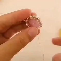 Diy Jewelry Videos, Diy Crafts Jewelry, Bracelet Crafts, Jewelry Ideas, Diy Videos, Handmade Wire Jewelry, Wire Jewelry Designs, Wire Wrapped Jewelry, Handmade Beads