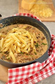 Pasta with chicken, bacon and mushrooms in a cream sauce (I love to cook) - Essen und trinken - Makaron Kitchen Recipes, Cooking Recipes, Healthy Recipes, Chicken Pasta, Chicken Bacon, I Foods, Chicken Recipes, Stuffed Mushrooms, Food And Drink