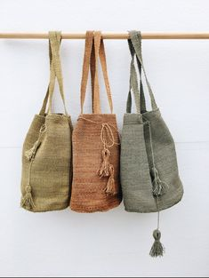 New in, Pampa handwoven bags! Jute Bags, Woven Bags, Art Bag, Fall Accessories, Fabric Bags, Knitted Bags, Bag Making, Fashion Bags, Hand Weaving