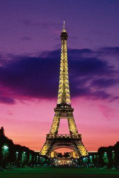 Eiffel Tower in Paris (640×960)