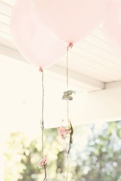A pretty idea for wedding decorations, add flower garlands to balloons Party Decoration, Balloon Decorations, Wedding Decorations, Birthday Decorations, Love Balloon, Pink Balloons, Flower Balloons, Helium Balloons, Dream Wedding