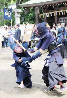力強く気合の熱戦 | 東日新聞 Sword Poses, East Asian Countries, Sword Fight, Samurai Armor, Cool Poses, Japanese Sword, Kendo, Action Poses, Aikido
