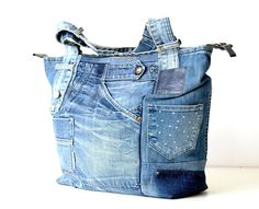 Unique handmade denim bag made of old recycled blue old jeans! Distressed pockets are stiched in front of tote, this gives the bag a very vintage look! The beatiful cotton lining in two dessins makes the bag even more special. On the bag you can find 3 pockets, the big one is the perfect save
