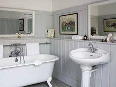 Salle de bain blanche / Withe Bathroom : http://www.maison-deco.com/salle-de-bains/deco-salle-de-bains/Le-charme-du-retro-dans-la-salle-de-bains