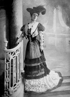 Walking dress by Drecoll, photo Reutlinger, Les Modes June 1904