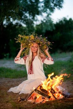 How to meet Eastern European brides? Women from Ukraine and Russia are looking for good, honest and reliable men like you! Find your love easy! Ukraine Women, Ukraine Girls, Ukrainian Art, Folk Embroidery, Russian Fashion, Russian Style, Summer Solstice, Happy Women, Most Beautiful Women