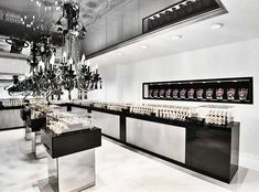 Jewelry store interior design by Timophey Vedeshkin, via Behance Jewellery Shop Design, Jewelry Shop, Jewelry Stores, Mens Jewellery, Silver Jewellery, Luxury Jewelry, Showroom Design, Interior Design, Showroom Ideas