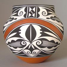 Acoma Pottery - Presenting both traditional and contemporary pottery by Acoma artists.