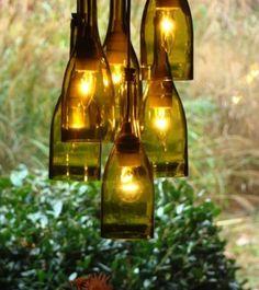 Avec Noel qui approche, plusieurs sites de DIY proposent des projets de décorations faits avec de simples bouteilles de vins ou de bières coupées. Les possibilités de déco sont illimitées comme vous pouvez le voir:   C'est ainsi que je me suis mise à chercher des tutoriels pour apprendre à couper les bouteilles enLire la suite