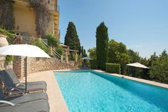 Imposing #vacation property in a unique location just minutes by foot from the popular village of #Mougins – 5 bedrooms/sleeps 10