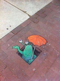 Осенний стрит-арт с участием маленького зелёного пришельца, мышат и других забавных персонажей.  Автор рисунков - Дэвид Зинн