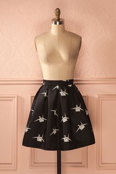 On ne cesse de la complimenter lorsqu'elle porte sa jolie jupe noire !  We can't stop complimenting her when she wears her pretty black skirt! Lafen - Paper cranes print black mini skirt www.1861.ca
