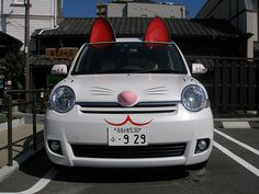 What's this—a maneki neko mobile?! Craziness!
