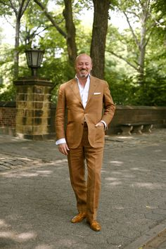 Warm weather has me thinking about linen...this suit seems to strike a nice balance between a crisp and relaxed fabric.