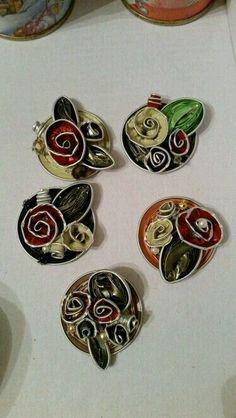 Risultati immagini per coffee capsules crafts Metal Jewelry, Diy Jewelry, Jewelery, Jewelry Making, Recycled Crafts, Diy And Crafts, Coffee Crafts, Coffee Pods, Diy Schmuck