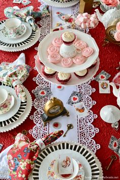 Alice in Wonderland inspired table for Valentine's Day | homeiswheretheboatis.net #tea #aliceinwonderland #valentinesday #table