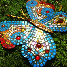 Butterfly Mosaic Butterfly Mosaic, Mosaic Birds, Mosaic Wall Art, Glass Butterfly, Butterfly Painting, Butterfly Design, Stained Glass Designs, Mosaic Designs, Mosaic Patterns