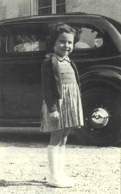 FRENCH CHILDREN OF THE HOLOCAUST. A memorial - Serge Klarsfeld Old Pictures, Old Photos, Captain Corellis Mandolin, Innocent Child, Girls With Red Hair, Jewish History, Child Face, Anne Frank, Stars