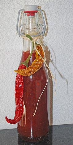 Süß - scharfe Chilisauce (Rezept mit Bild) von zuckermutti | Chefkoch.de Chutneys, Homemade Smoker, Chili Sauce, Ketchup, Pepperoni, Homemade Gifts, Barbecue, Dips, Food And Drink
