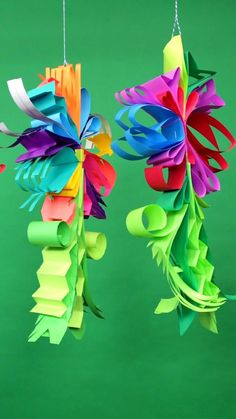 These paper flower mobiles look lovely on display! Make them with colorful paper strips School Art Projects, Craft Projects For Kids, Paper Crafts For Kids, Arts And Crafts Projects, Decor Crafts, Flower Mobile, Creative Activities For Kids, Diy Friendship Bracelets Patterns, Craft Box