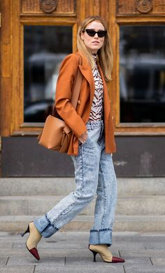 Acid-wash jeans were all over the S/S 19 runways. We've rounded up the best ways to wear the trend and the must-have bleached denim to shop now. High Street Fashion, Jeans Trend, Denim Trends, Bleached Denim, Acid Wash Jeans, Jeans Style, Neue Trends, Mom Jeans, What To Wear