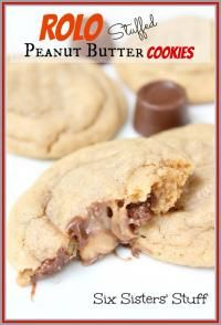 Six Sisters Rolo Stuffed Peanut Butter Cookies Recipe. Each cookie has a gooey rolo center! Cookie Desserts, Just Desserts, Cookie Recipes, Delicious Desserts, Dessert Recipes, Yummy Food, Dessert Healthy, Eat Healthy, Yummy Cookies