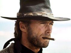 clint eastwood en cow-boy avec le cigare à la bouche