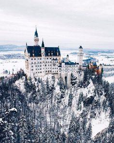 Замок Нойшванштайн в снегу, Германия